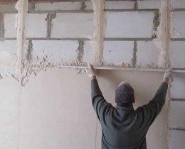 Как правильно штукатурить стену цементом?